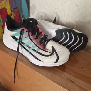 NEW NIKE ZOOM RIVAL FLY women size7.5